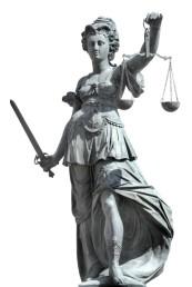 justitia am römerberg in frankfurt - freisteller mit freistellpfad