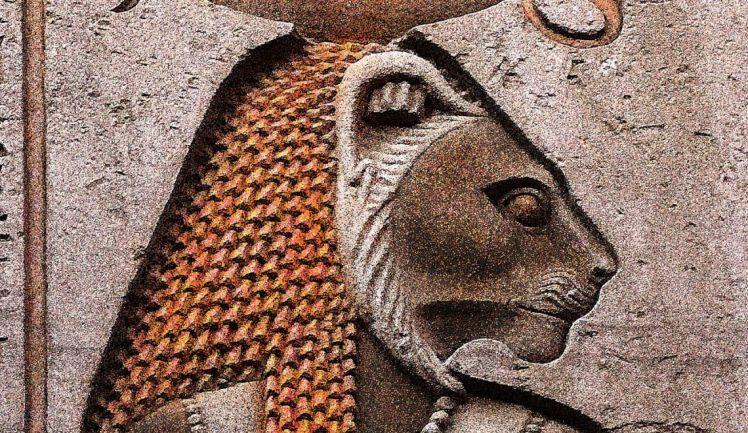 Parede egípcia com Sekhmet