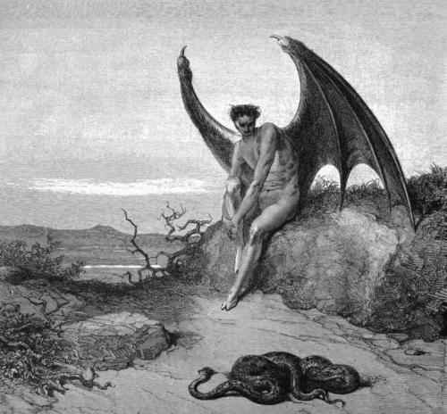Imagem de um anjo diabólico em um local desolado olhando para uma serpente