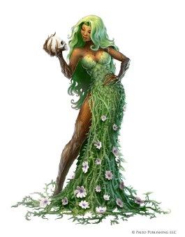 Mulher com vestido feito de ramos