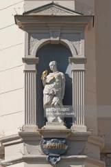 Estátua de Clementia segurando uma pomba